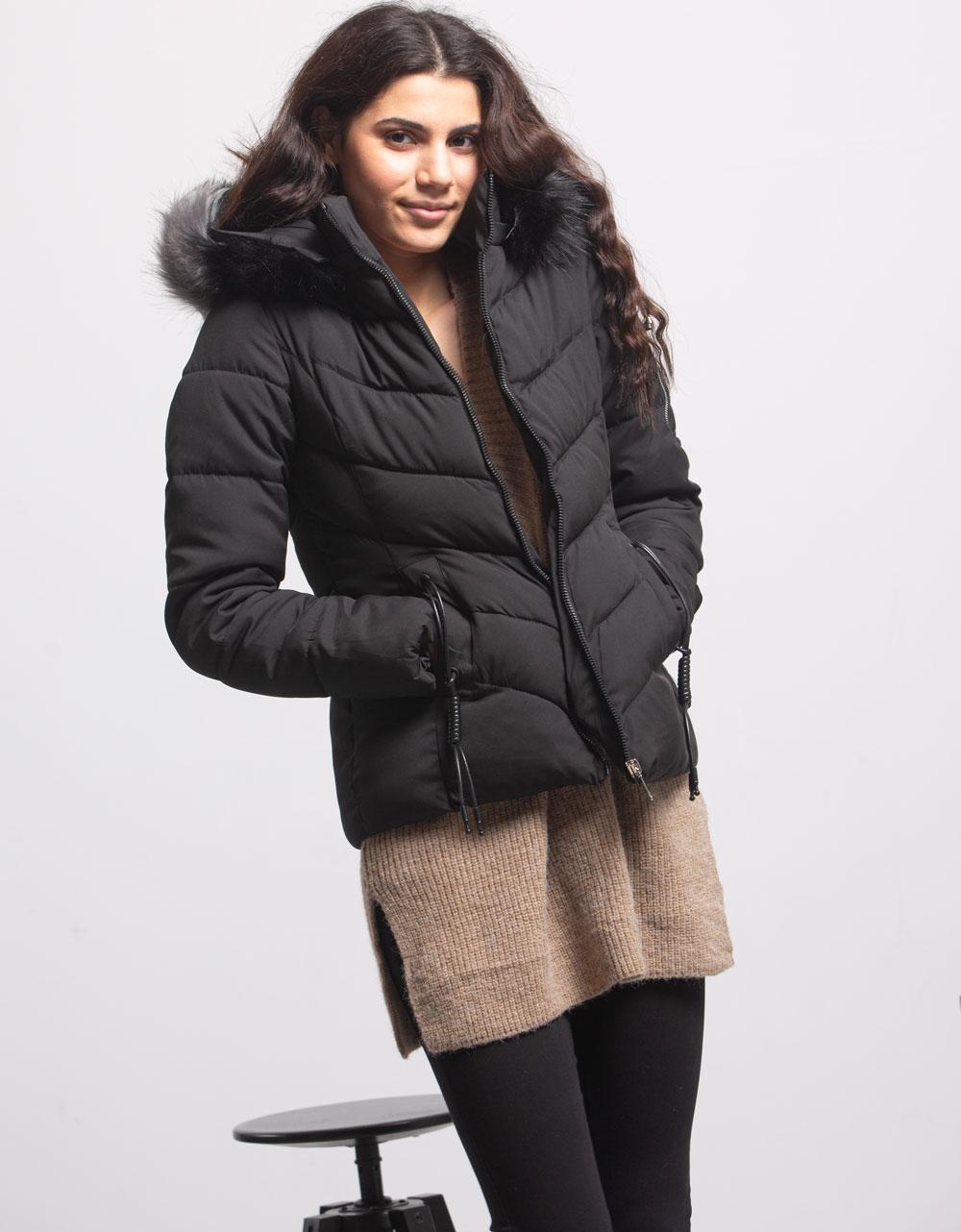 Εικόνα από Γυναικείο μπουφαν με αποσπώμενη κουκούλα γουνάκι Μαύρο