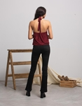Εικόνα από Γυναικεία μπλούζα με δέσιμο στο λαιμό και άνοιγμα στην πλάτη Μπορντώ