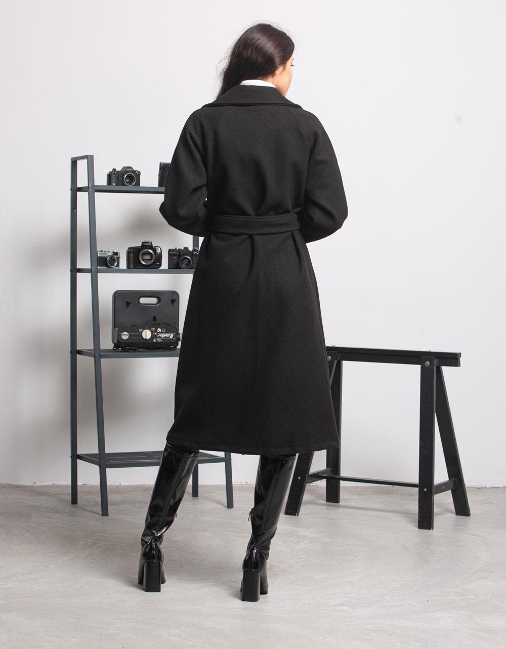 Εικόνα από Γυναικείο πανωφόρι με ζωνάκι Μαύρο