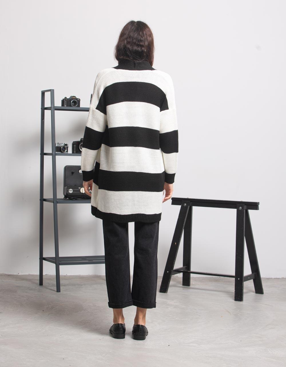 Εικόνα από Γυναικεία ζακέτα με ρίγες Μαύρο