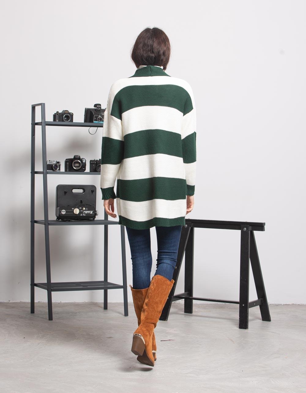Εικόνα από Γυναικεία ζακέτα με ρίγες Πράσινο