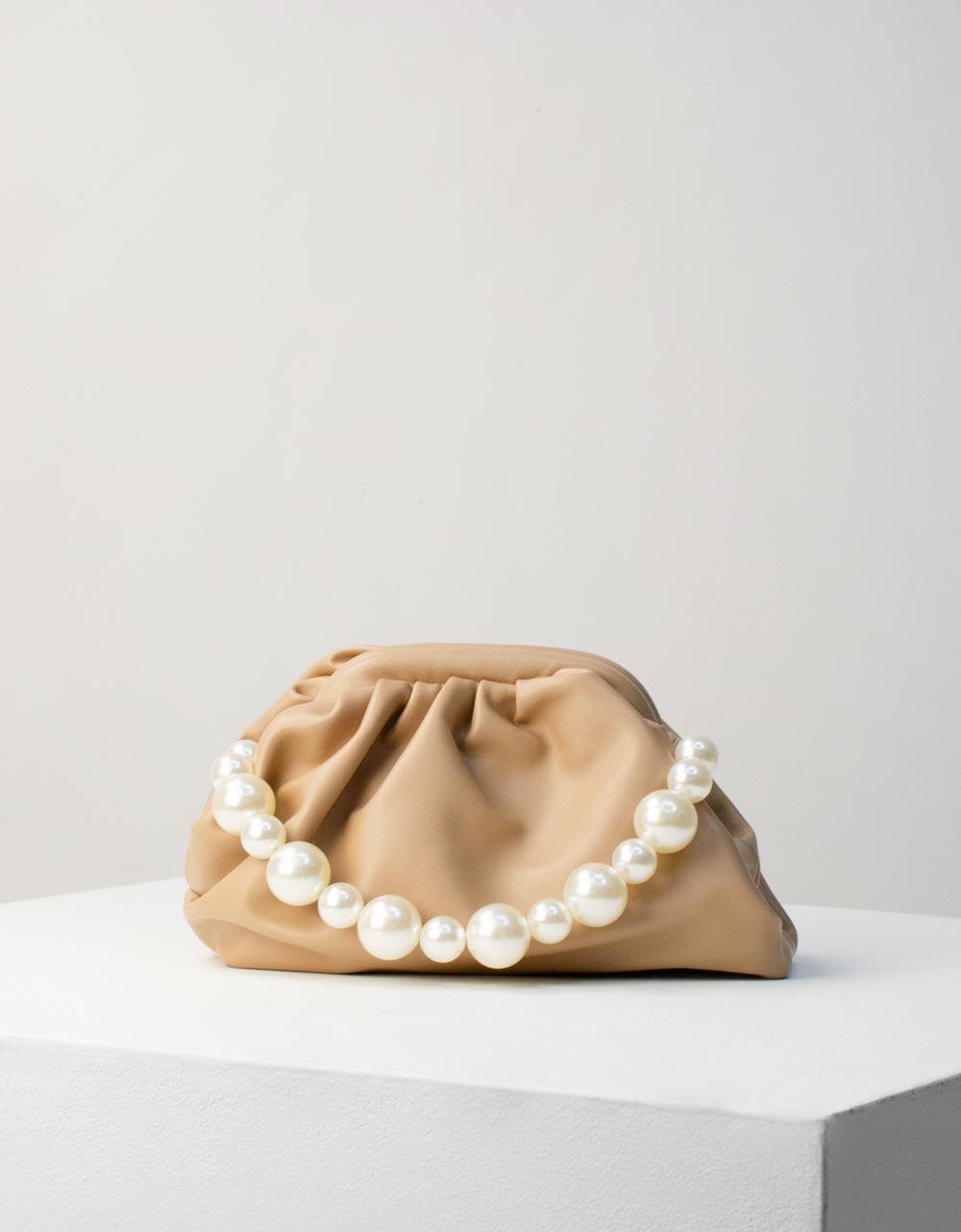 Εικόνα από Γυναικεία τσάντα ώμου & χιαστί με λουράκι πέρλες Μπεζ