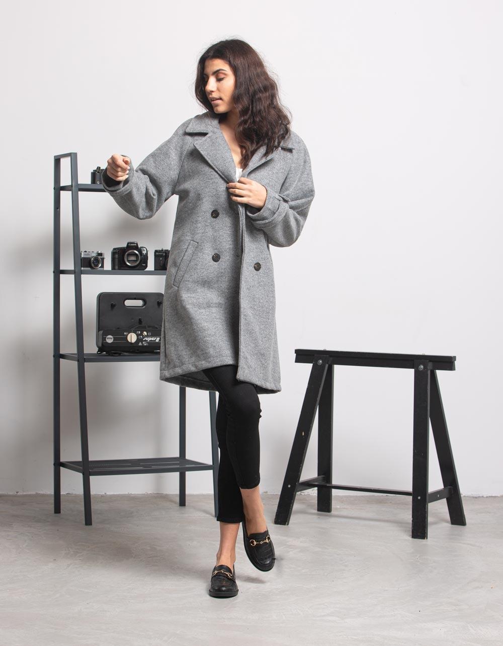 Εικόνα από Γυναικείο πανωφόρι με κουμπιά Γκρι