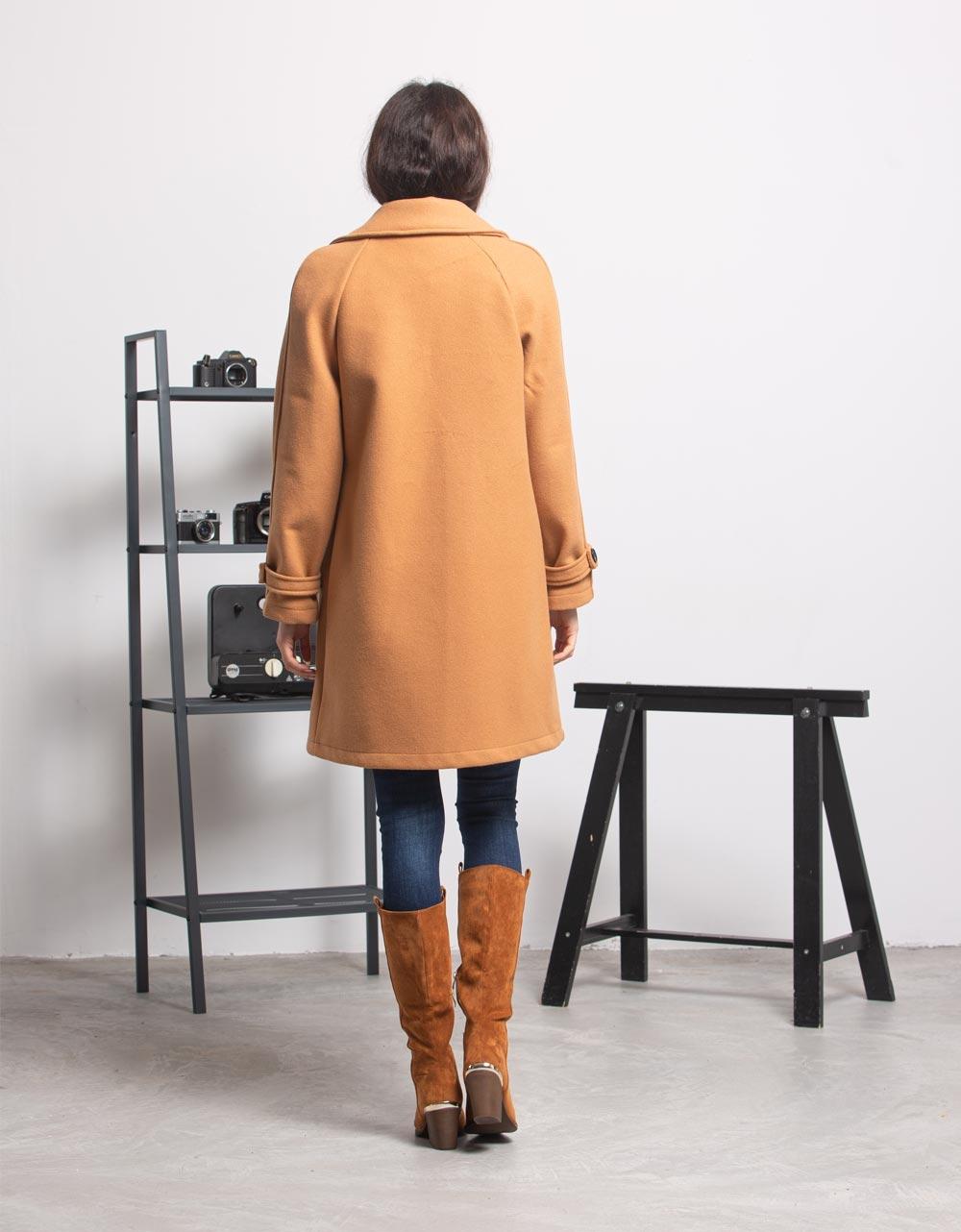 Εικόνα από Γυναικείο πανωφόρι με κουμπιά Κάμελ