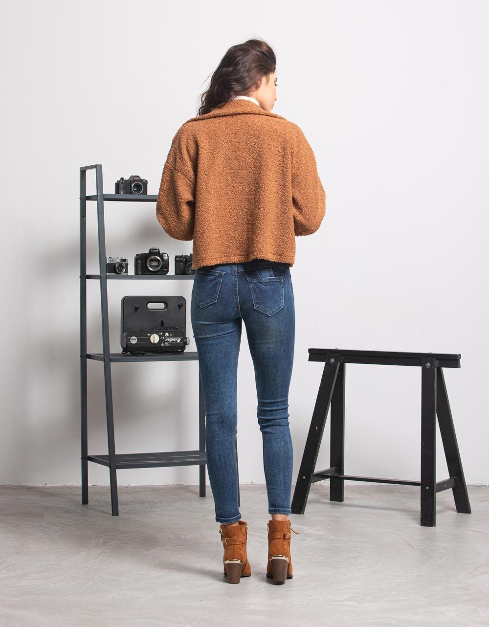 Εικόνα από Γυναικείo μπουφάν cropped μπουκλέ με κουμπιά Καφέ