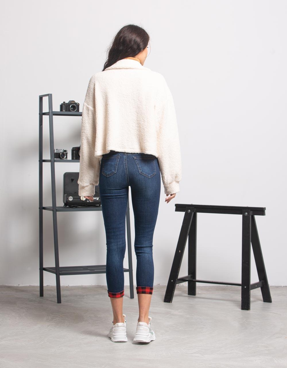 Εικόνα από Γυναικείo μπουφάν cropped μπουκλέ με κουμπιά Λευκό