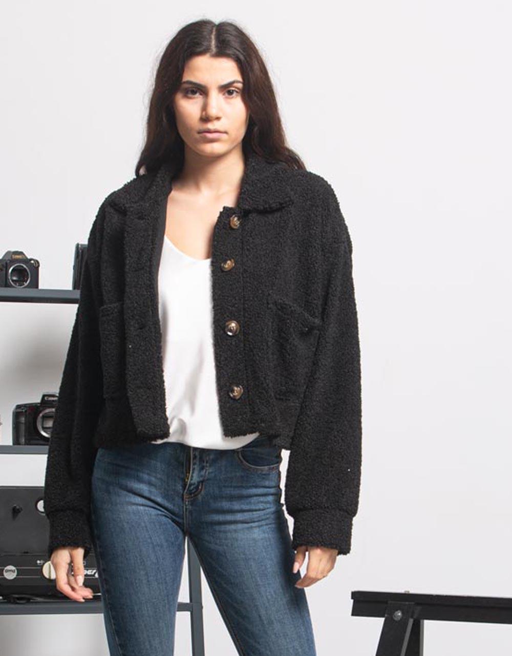 Εικόνα από Γυναικείo μπουφάν cropped μπουκλέ με κουμπιά Μαύρο