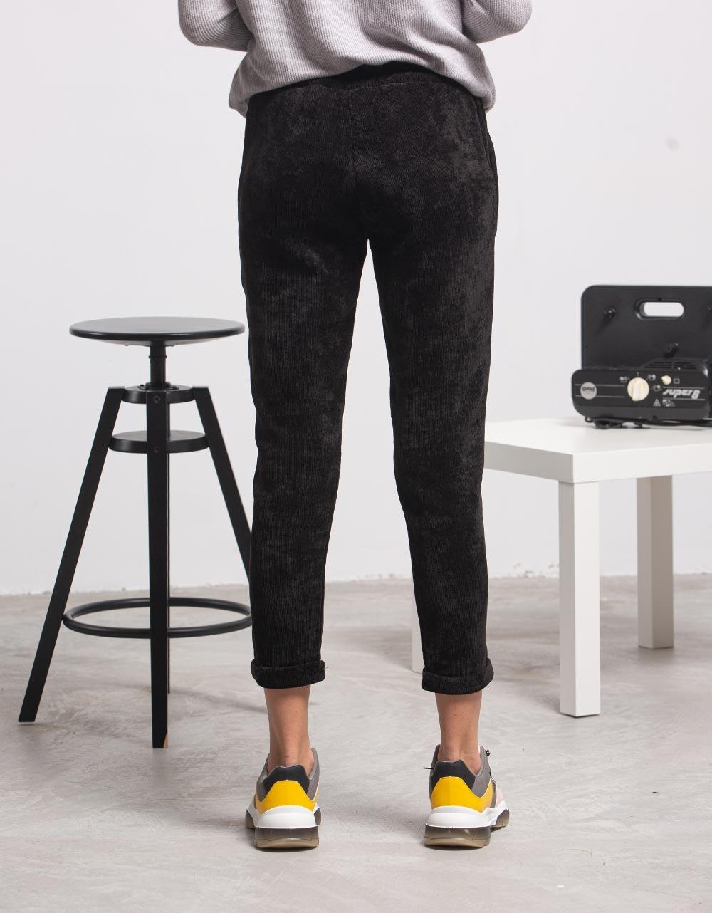Εικόνα από Γυναικείο παντελόνι velvet Μαύρο