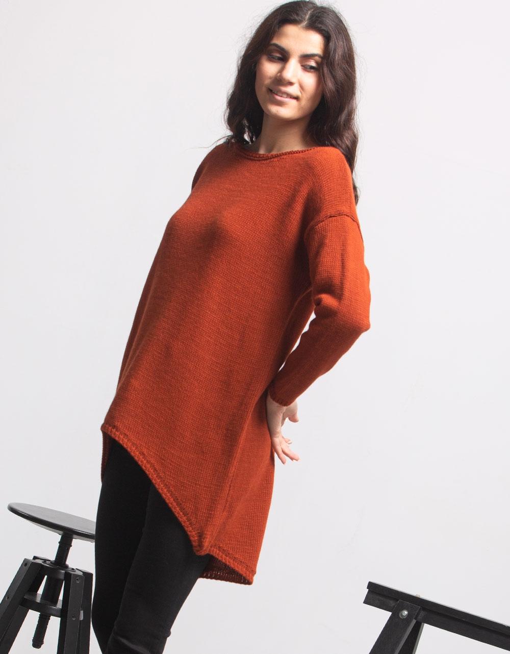 Εικόνα από Γυναικεία μπλούζα με ασύμμετρο σχέδιο Καφέ