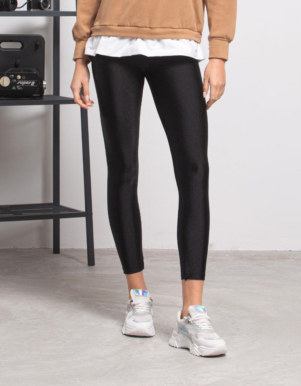 Εικόνα από Γυναικείο παντελόνι κολάν γυαλιστερό Μαύρο