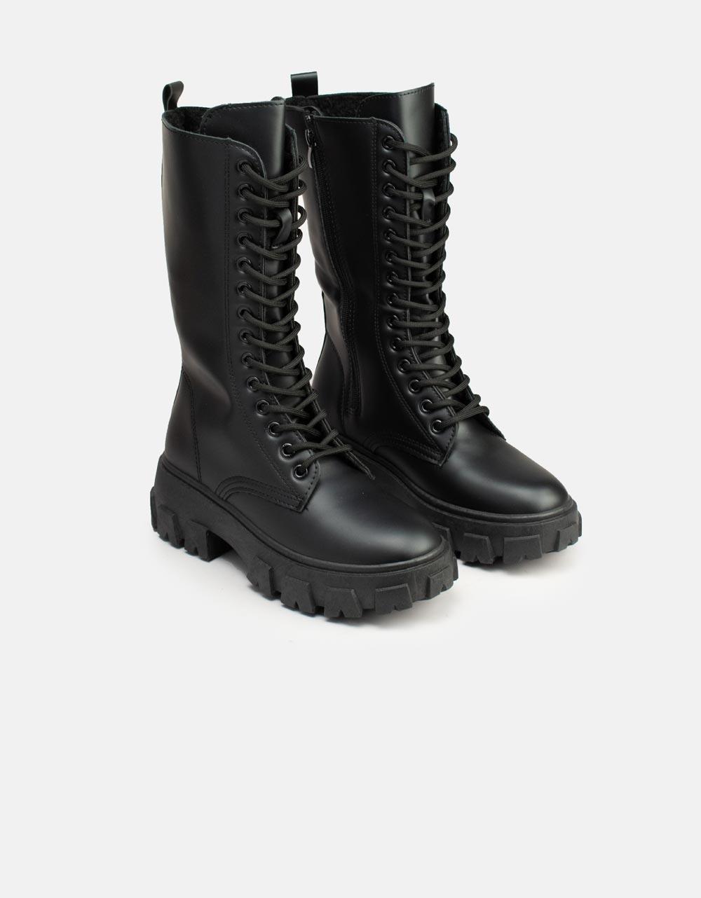 Εικόνα από Γυναικείες μπότες combat με τρακτερωτή σόλα Μαύρο