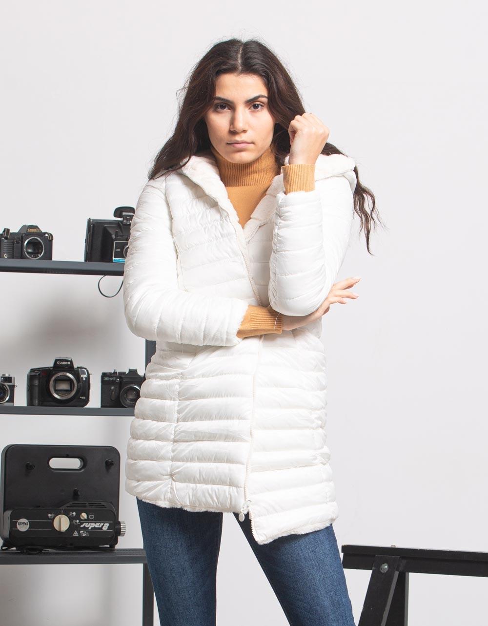 Εικόνα από Γυναικεία μπουφάν διπλής όψης Λευκό