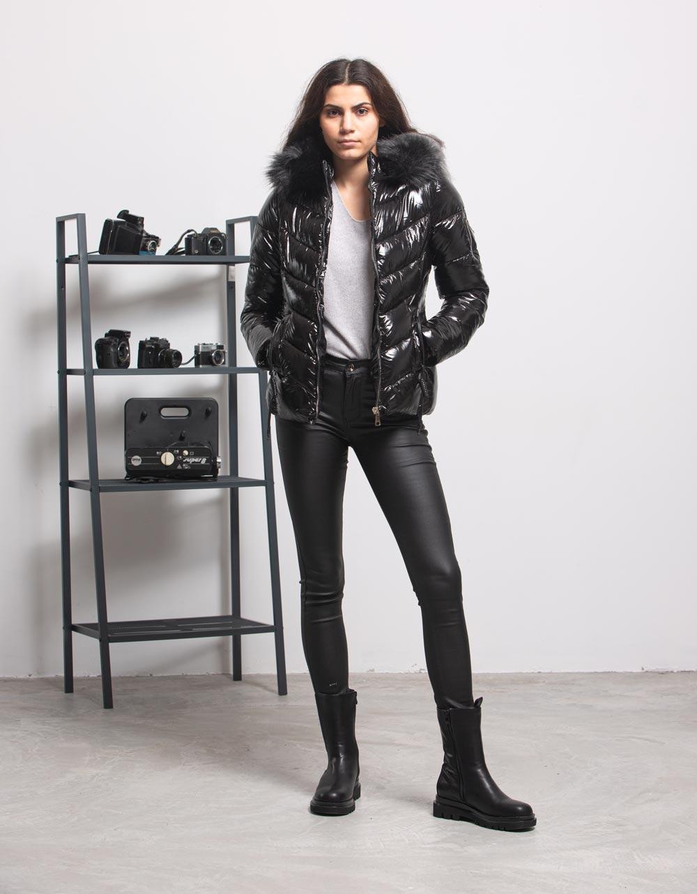 Εικόνα από Γυναικείο παντελόνι σε απλή γρααμμή Μαύρο