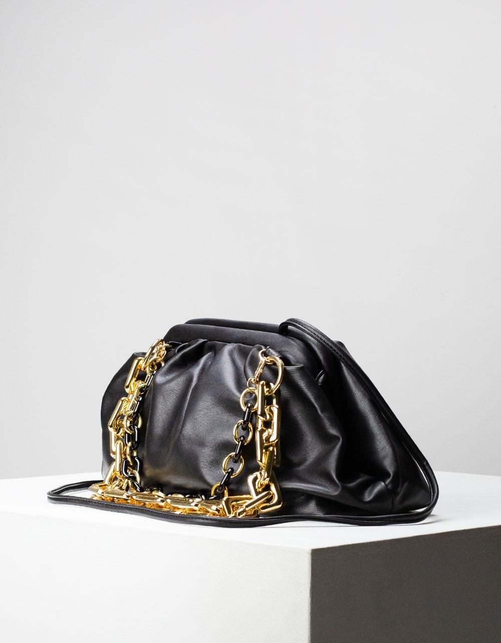 Εικόνα από Γυναικεία τσάντα ώμου & χιαστί με σούρες και αλυσίδα Μαύρο