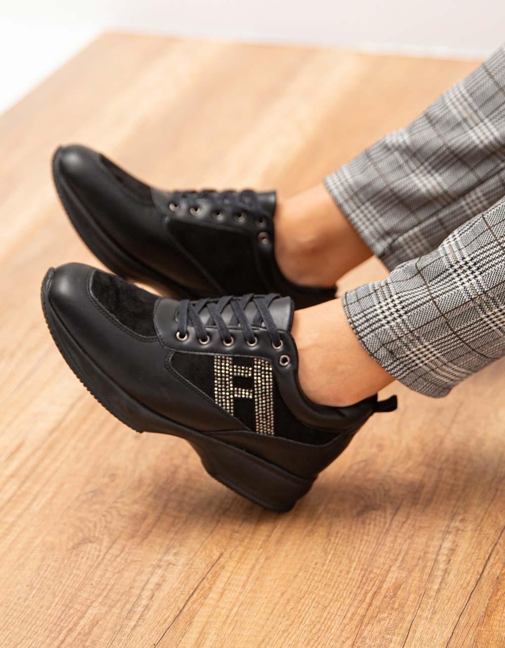 Εικόνα από Γυναικεία sneakers με strass στο πλαϊνό μέρος Μαύρο