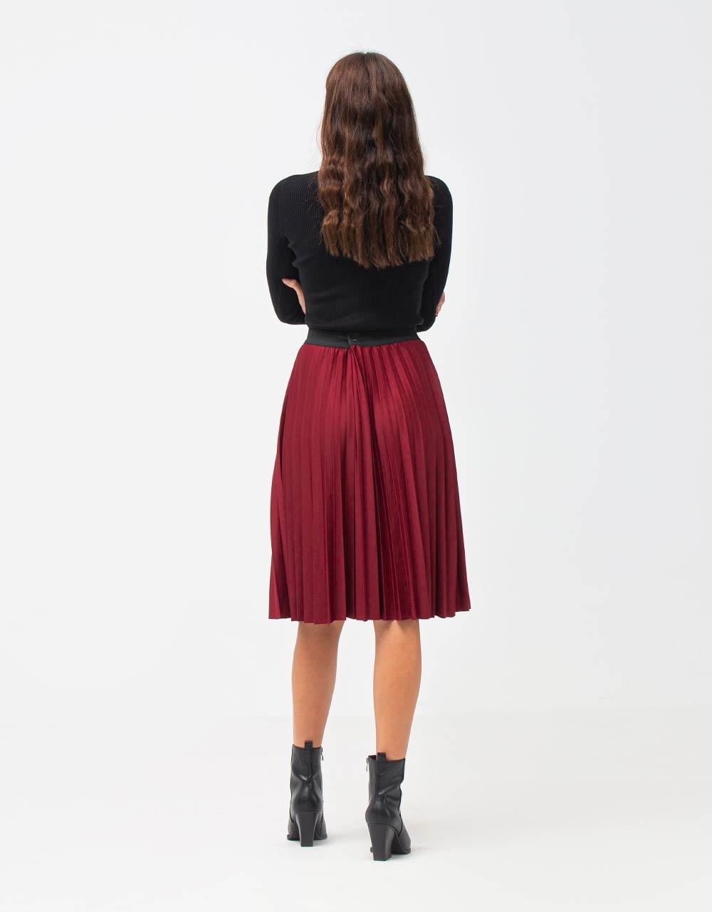 Εικόνα από Γυναικεία μπλούζα με λαιμόκοψη V Μαύρο