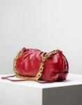 Εικόνα από Γυναικεία τσάντα ώμου & χιαστί με σούρες και αλυσίδα Κόκκινο