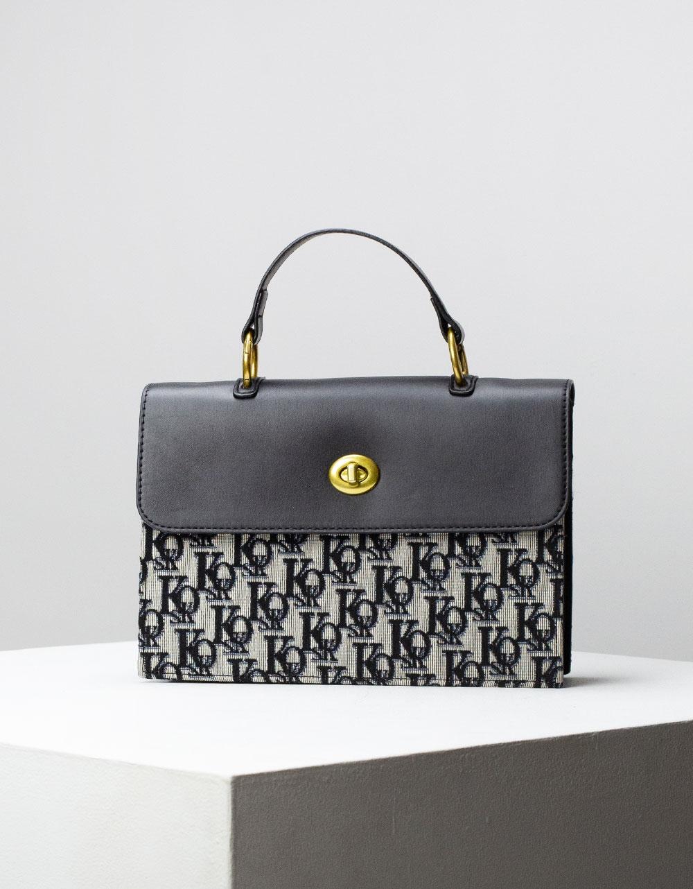 Εικόνα από Γυναικεία τσάντα ώμου & χιαστί με μεταλλική λεπτομέρεια Μαύρο