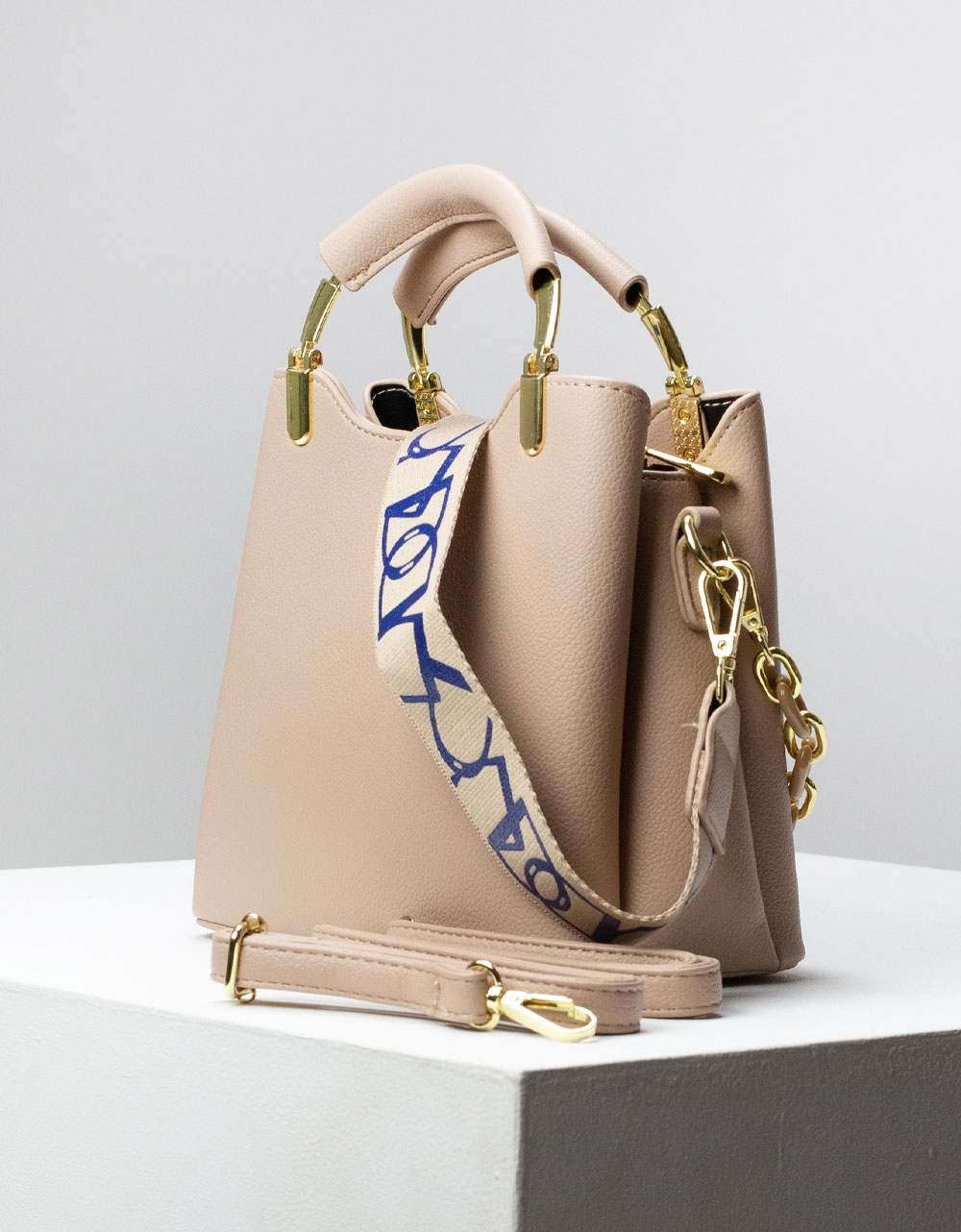 Εικόνα από Γυναικεία τσάντα ώμου & χιαστί με μεταλλική χειρολάβη Μπεζ