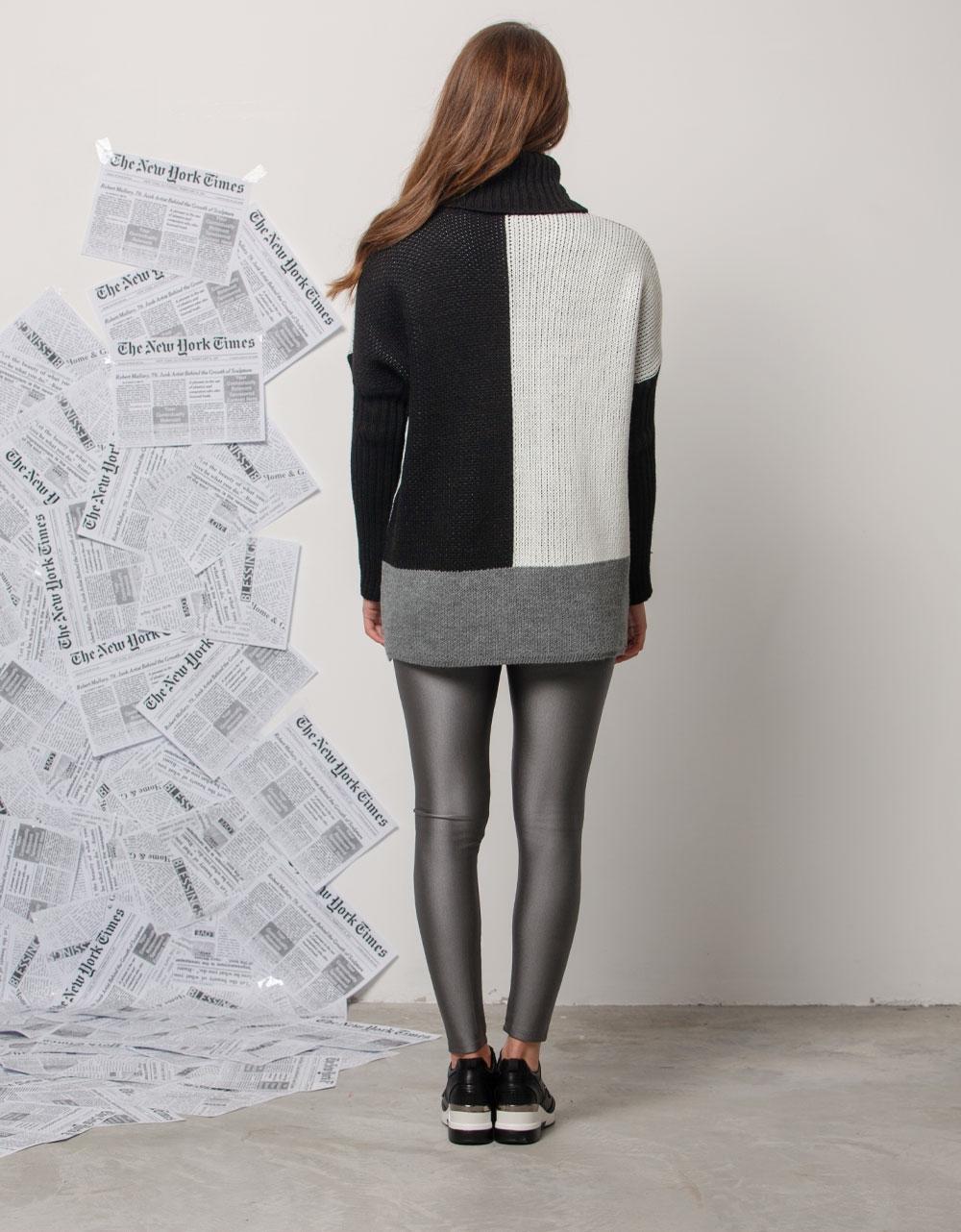 Εικόνα από Γυναικεία μπλούζα με τρίχρωμες λεπτομέρειες Μαύρο