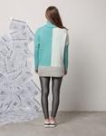 Εικόνα από Γυναικεία μπλούζα με τρίχρωμες λεπτομέρειες Σιέλ
