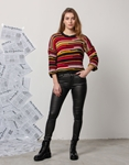 Εικόνα από Γυναικεία μπλούζα με τρίχρωμα σχέδια Μαύρο