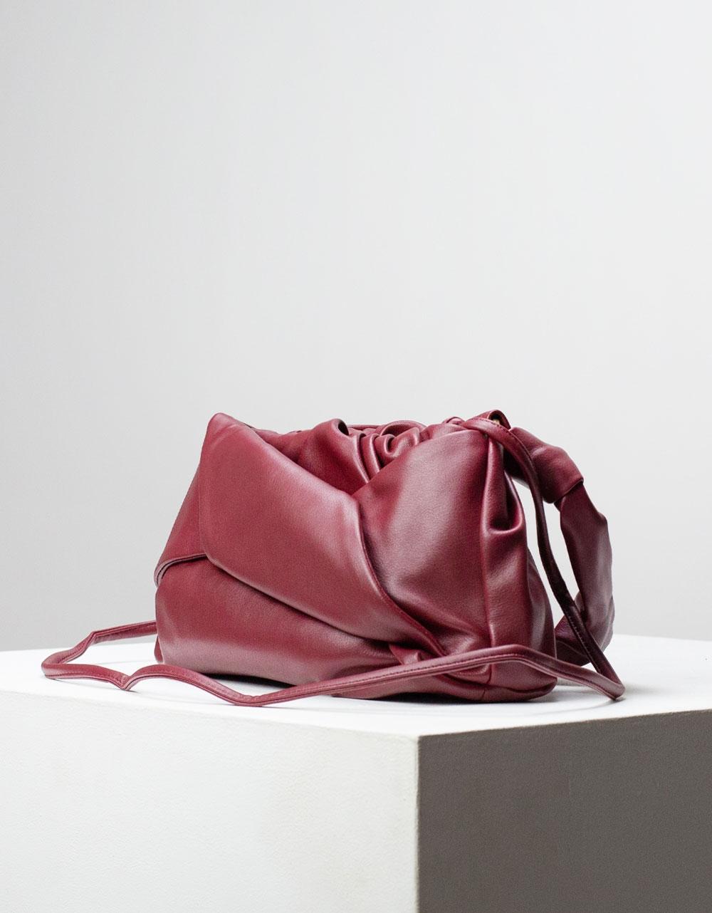 Εικόνα από Γυναικεία τσάντα ώμου & χιαστί με σούρες Μπορντώ