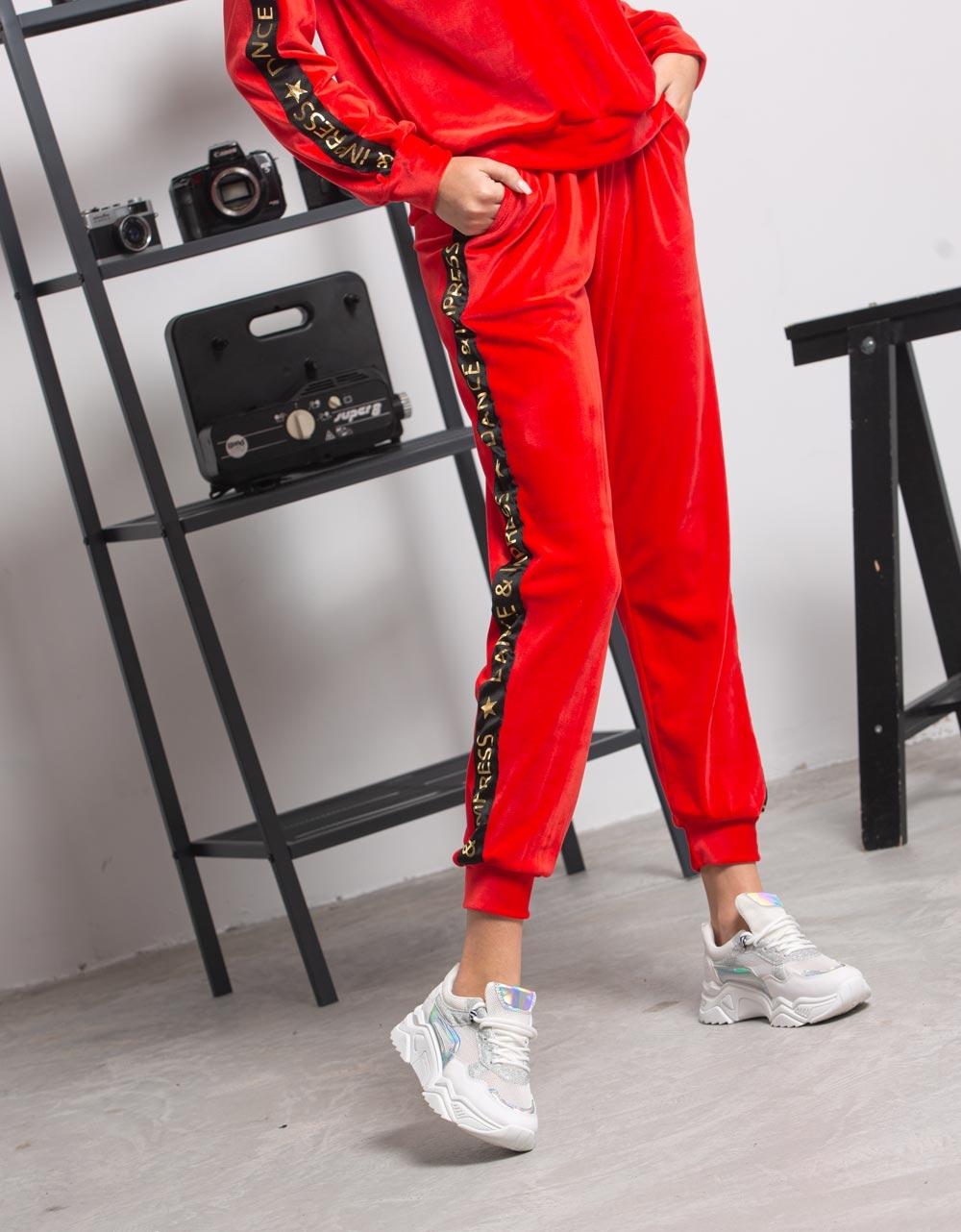 Εικόνα από  Γυναικεία σετ ρούχων παντελόνι & μπλουζάκι velvet Κόκκινο