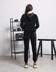 Εικόνα από  Γυναικεία σετ ρούχων παντελόνι & μπλουζάκι velvet Μαύρο