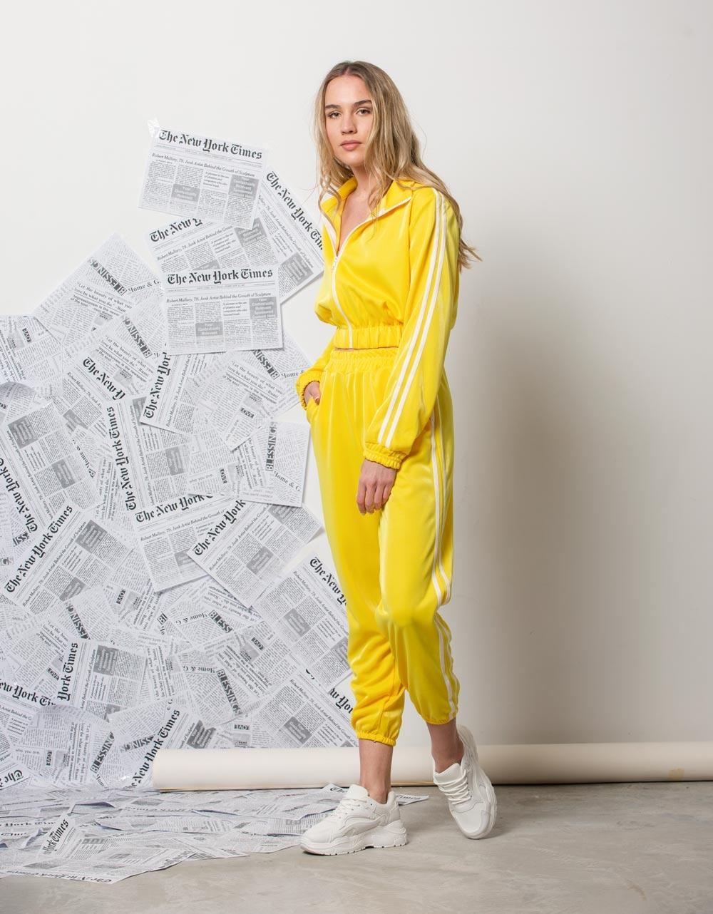 Εικόνα από Γυναικεία ζακέτα με ρίγες στο πλαϊνό μέρος Κίτρινο