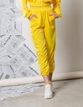 Εικόνα από Γυναικείο παντελόνι με ρίγες στο πλαϊνό μέρος και λάστιχο Κίτρινο