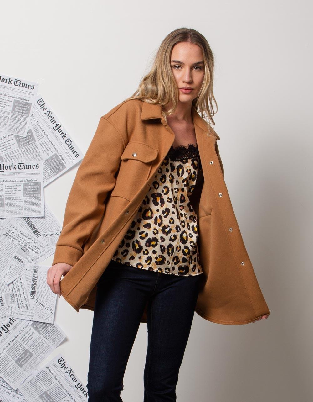 Εικόνα από Γυναικείo παλτό με εξωτερικές τσέπες Κάμελ