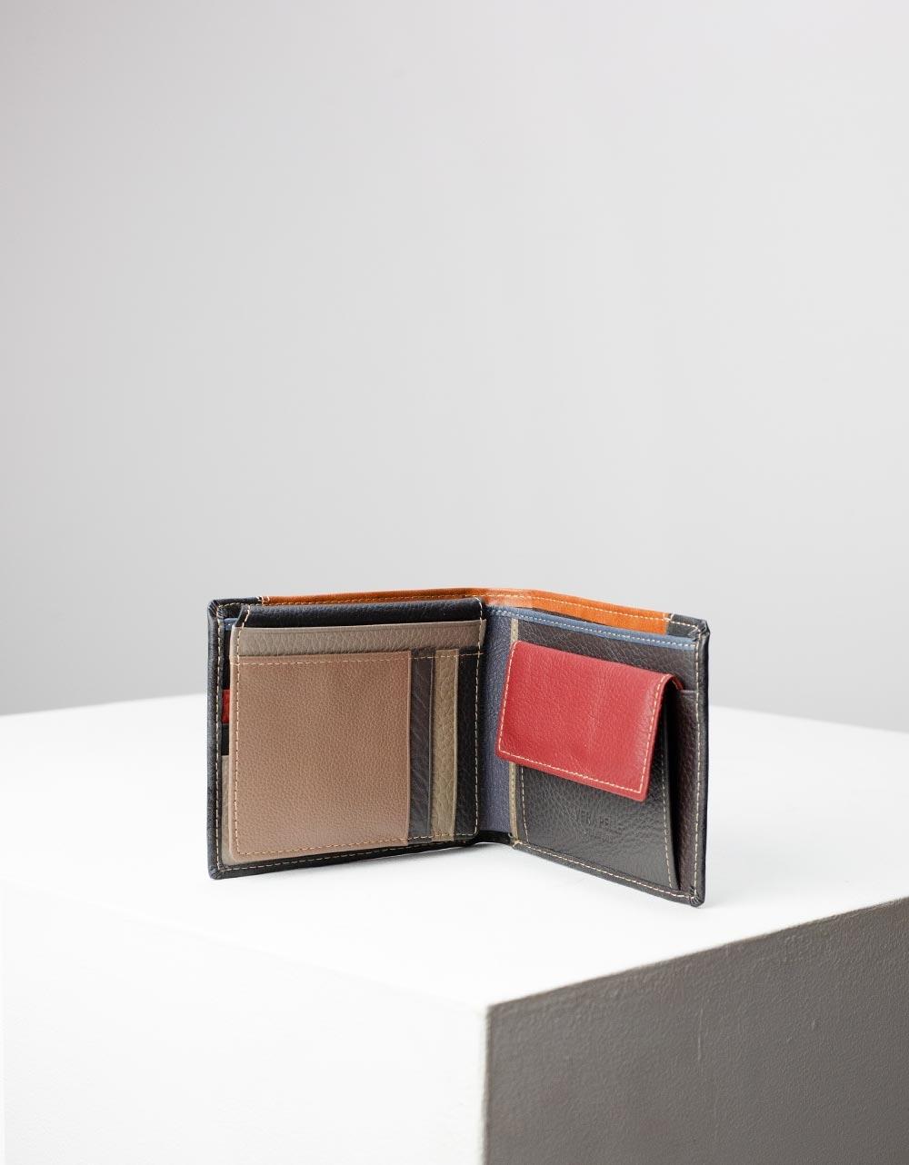 Εικόνα από Ανδρικά δερμάτινα πορτοφόλια σε συνδιασμό χρωμάτων Γκρι