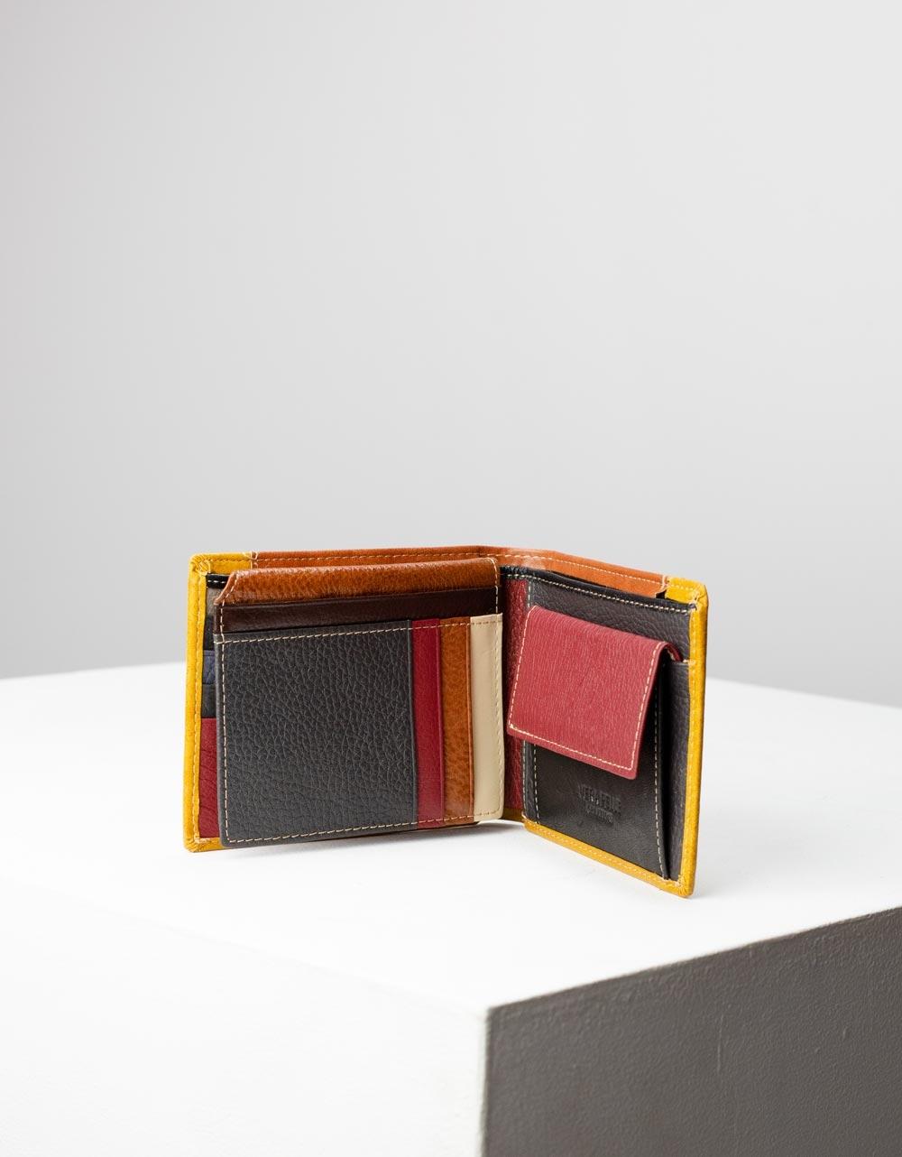 Εικόνα από Ανδρικά δερμάτινα πορτοφόλια σε συνδιασμό χρωμάτων Κάμελ