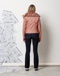 Εικόνα από Γυναικείο παντελόνι σκούρο καμπάνα Τζιν