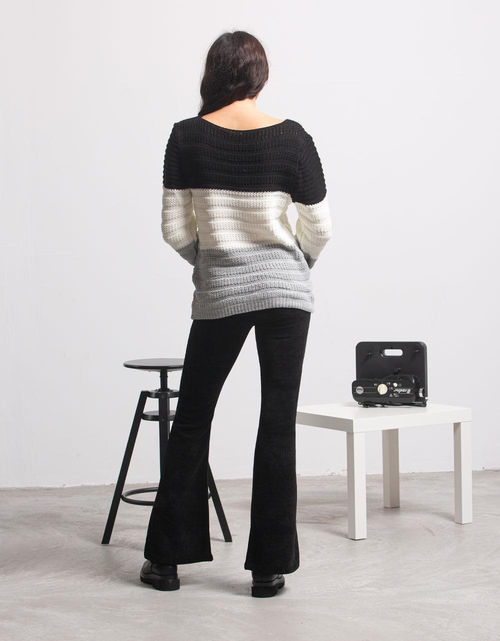 Εικόνα από Γυναικεία μπλούζα πλεκτή με τριχρωμία Μαύρο