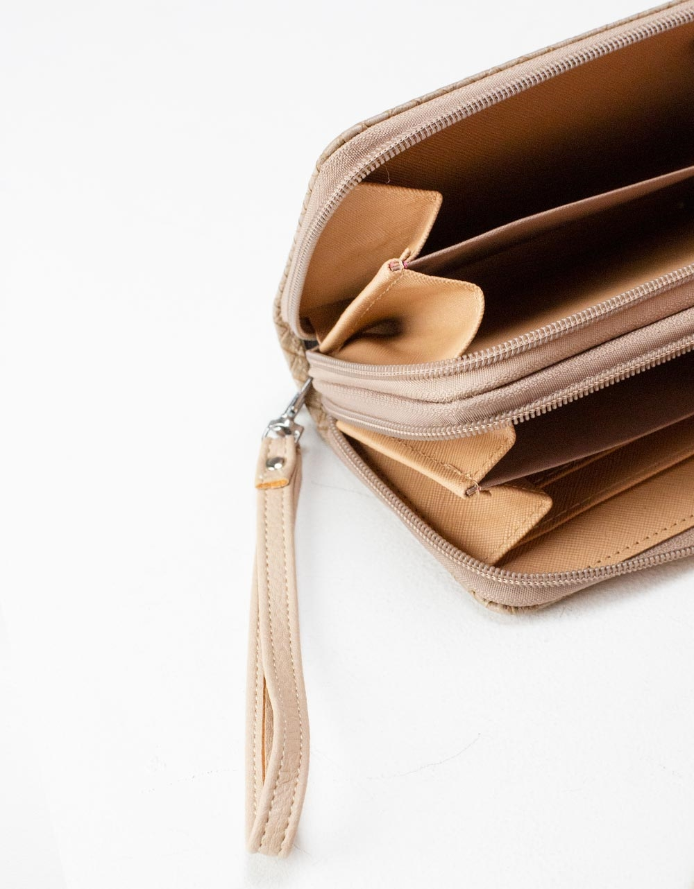 Εικόνα από Γυναικεία πορτοφόλια με ανάγλυφο pattern Πούρο