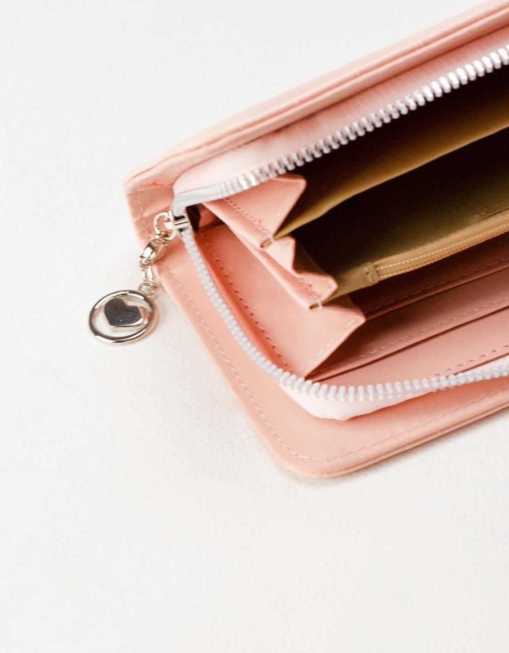 Εικόνα από Γυναικεία πορτοφόλια με κροκό σχέδιο Μπεζ