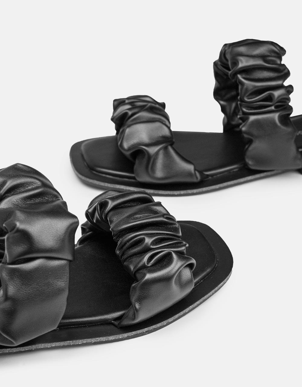 Εικόνα από Γυναικεία σανδάλια με σούρες Μαύρο