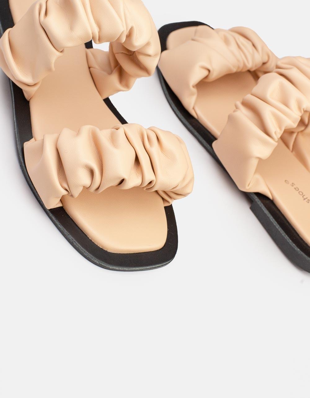 Εικόνα από Γυναικεία σανδάλια με σούρες Nude