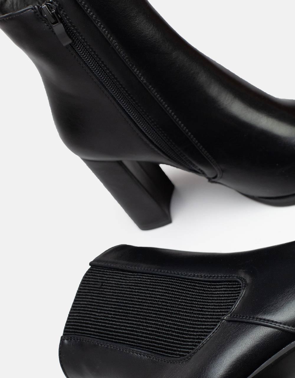 Εικόνα από Γυναικεία μποτάκια μονόχρωμα με λάστιχο στο πλάι Μαύρο