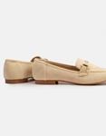 Εικόνα από Γυναικεία loafers suede με διακοσμητική αγκράφα Μπεζ