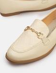 Εικόνα από Γυναικεία Flat loafers με μεταλλική αγκράφα Μπεζ