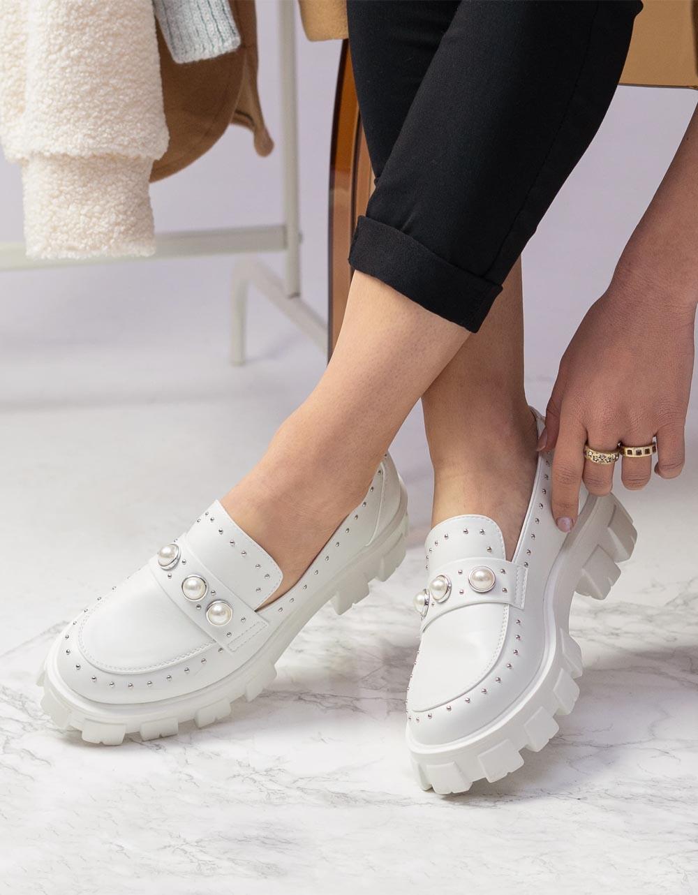 Εικόνα από Γυναικεία loafers με τρακτερωτή σόλα Λευκό