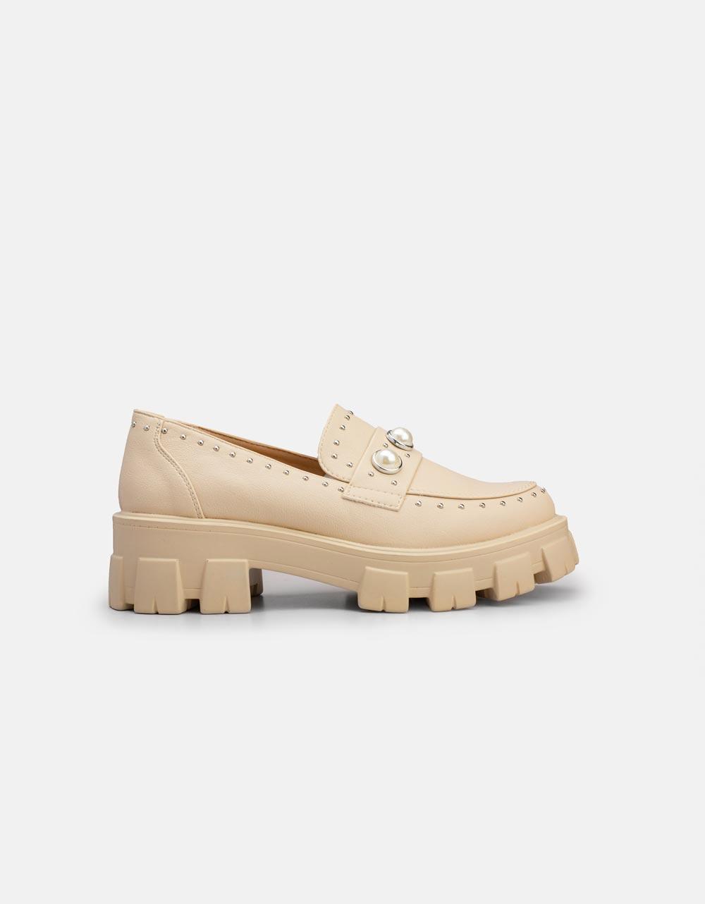 Εικόνα από Γυναικεία loafers με τρακτερωτή σόλα Μπεζ