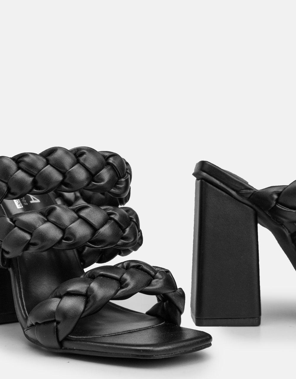 Εικόνα από Γυναικεία mules με περαστά λουράκια Μαύρο