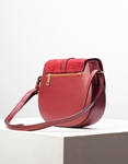 Εικόνα από Γυναικεία τσάντα ώμου & χιαστί από γνήσιο δέρμα σε συνδιασμούς υλικών Μπορντώ