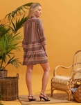 Εικόνα από Γυναικείο φόρεμα με pattern και μάο γιακά Καφέ