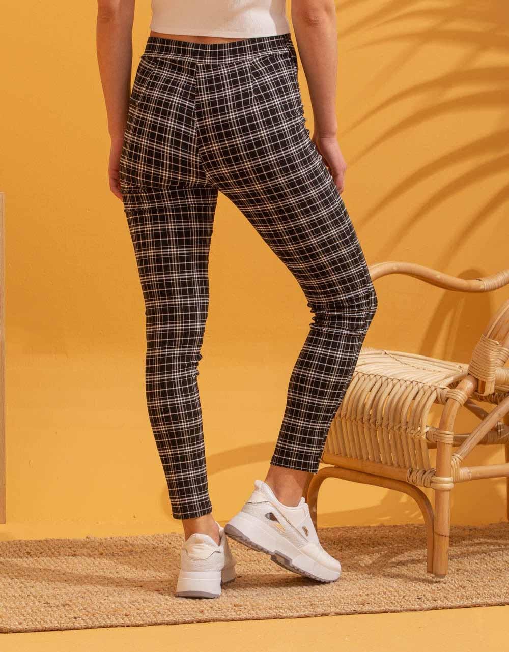 Εικόνα από Γυναικείo παντελόνι carrot Μαύρο
