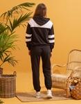 Εικόνα από  Γυναικεία σετ ρούχων παντελόνι & μπλουζάκι με δίχρωμη λεπτομέρεια Μαύρο